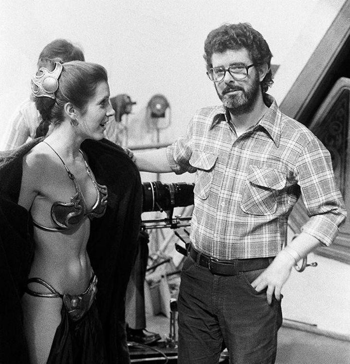 carrier fisher dressed as leia and george lucas, old style picture
